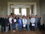 De 25 geslaagde cursisten Dordtologie 2018-II met burgemeester Kolff na afloop van de diploma-uitreiking van deze 21ste cursus Dordtologie.