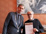 """Burgemeester Kolff reikte de diploma's van de cursus Dordtologie 2018-II uit. Het betrof de 21ste cursus Dordtologie  in 10 jaar 'Dordtologie"""", de cursus is een initiatief van het Historisch Platform Dordrecht."""